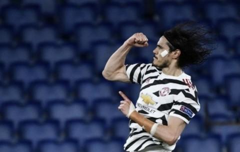 Manchester United Perpanjang Kontrak Cavani Setahun