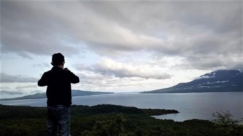 Tanjung Eputobi menyuguhkan pesoPulau Konga, panorama teluk dan Pulau Solor yang menawan. (Foto: Dok. Arthurio Oktavianus)