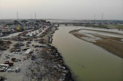Tambahan 50 Jenazah Bermunculan di Tepi Sungai Gangga