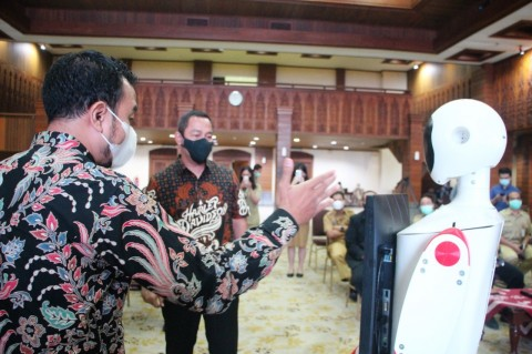 Robot Buatan Undip Mulai 'Bertugas' di Pemkot Semarang