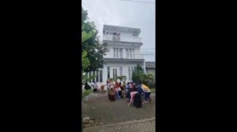 Viral, Pengusaha di Malang Tebar Duit Rp100 Juta
