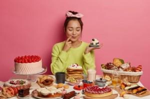 Makan Kekenyangan Saat Lebaran? Atasi dengan 5 Trik Ini