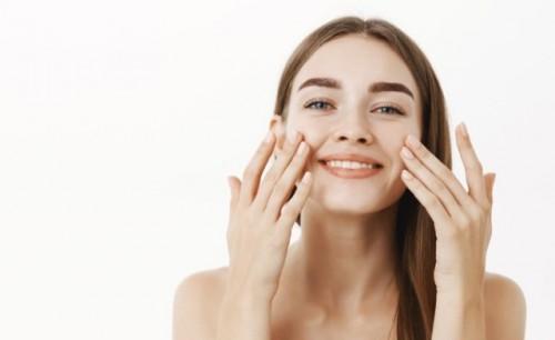 Ini 10 cara mencegah komedo hitam di wajah. (Foto: Ilustrasi/Freepik.com)