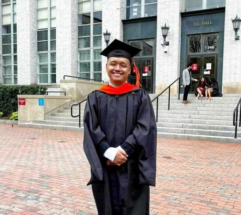 Putra Indonesia Timur Pertama Baca Pidato Kelulusan di Northeastern University