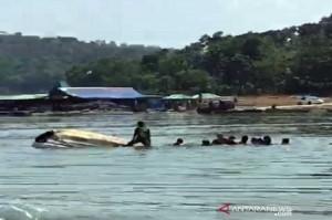 Populer Daerah, Kapal Wisatawan Tenggelam di Waduk Kedung Ombo Hingga Camat Minta THR