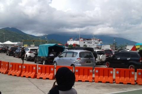 Penumpang Kapal Fery Ternate-Tidore Membludak