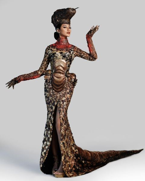 Ayu Maulida mengenakan kostum Komodo di Miss Universe. (Foto: Dok. Instagram Rr. Ayu Maulida Putri, S.H/@ayumaulida97)