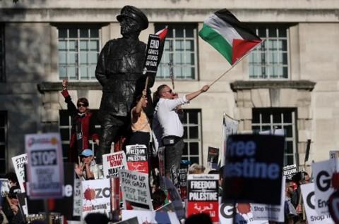 Ribuan Pedemo Minta Pemerintah Inggris Hentikan Kebrutalan Israel