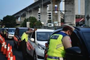 Arus Balik, Petugas Lakukan Penyekatan di Jalan Tol