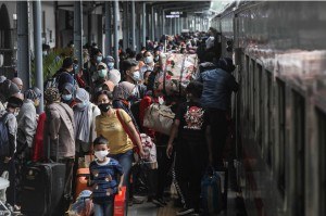 Larangan Mudik Berakhir, 8.000 Penumpang Diperkirakan Berangkat dari Stasiun Senen Hari Ini