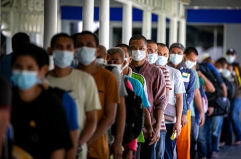 Ratusan PMI Asal Jatim Dipulangkan Setelah Dipastikan Negatif Covid-19
