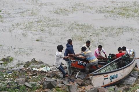 Siklon Tauktae Terjang India, 29 Tewas 79 Hilang di Laut