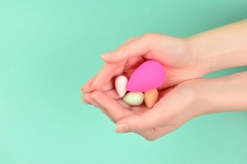 Ini empat langkah mudah bersihkan spons atau beauty belnder. (Foto: Ilustrasi/Freepik.com)