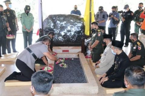Ziarah ke Makam Bung Karno, Pangdam: Pancasila Perekat Bangsa