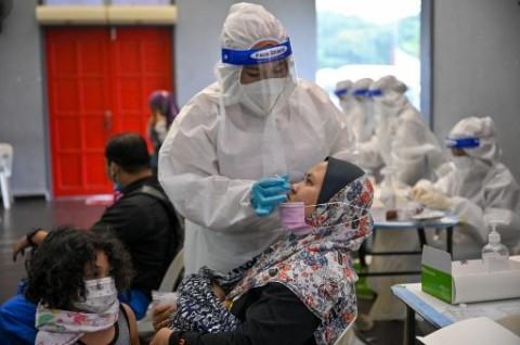 Catat Kematian Tinggi, Nakes Malaysia Kewalahan Rawat Pasien Covid-19