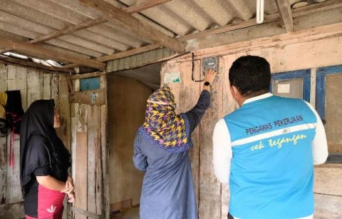 Melistriki Dua Dusun di Kaki Bukit Barisan, PLN Rogoh Rp1,6 Miliar
