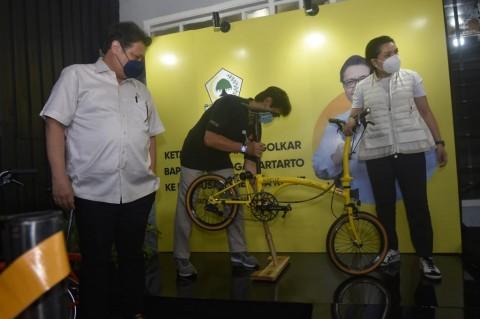 Airlangga Dorong Produsen Sepeda Karya Anak Bangsa Tingkatkan Produksi