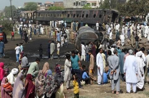 Korban Kecelakaan Kereta Pakistan Jadi 36 Orang, 50 Lebih Terluka