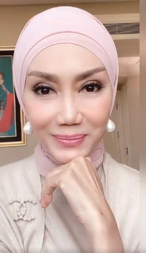 Tutorial Hijab Pashmina ala Okky Asokawati