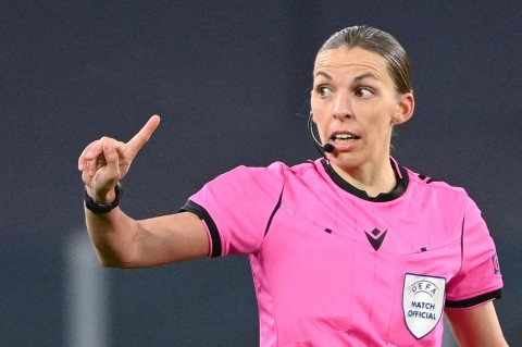 Mengenal Stephanie Frappart, Wasit Perempuan Pertama di Ajang Piala Eropa 2020