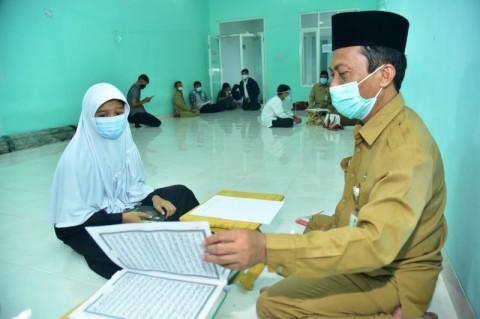 Peserta PPDB SMP di Surabaya Jalur Penghafal Kitab Suci Jalani Tes