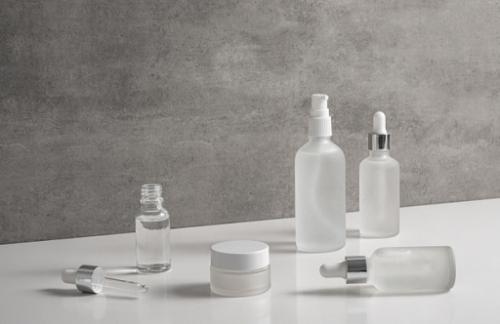 Mereka yang memiliki kulit sensitif perlu mencari produk yang memiliki bahan kimia sedikit mungkin. (Foto: Ilustrasi. Dok. Freepik.com)