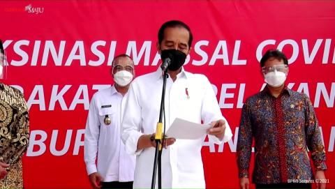 Jokowi Tinjau Vaksinasi Massal di Kabupaten Tangerang