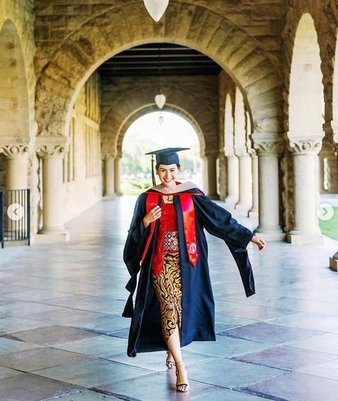 Maudy Ayunda Ungkap Perjuangannya Raih Gelar Magister di Stanford University