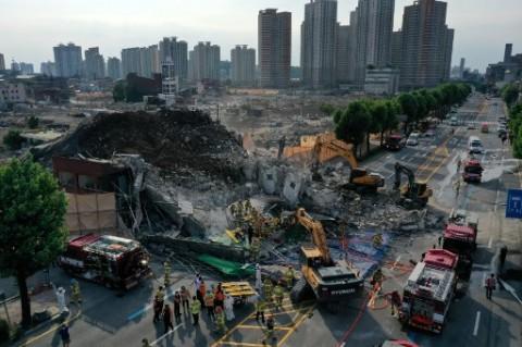 Gedung Timpa Sebuah Bus di Korsel, 9 Orang Dilaporkan Tewas
