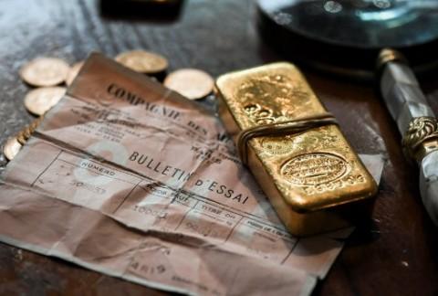 Emas Dunia Bersinar, Dibanderol USD1.895