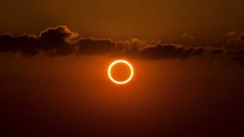 Intip kecantikan gerhana matahari cincin di link ini. (Foto: Travelandleisure.com)