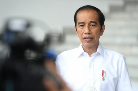 Presiden Jokowi Menyempatkan Melayat Mendiang Istri Menkumham