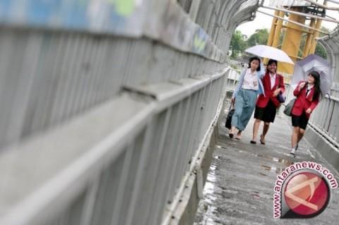 BMKG: Waspada Hujan Disertai Petir di Jaksel dan Jaktim