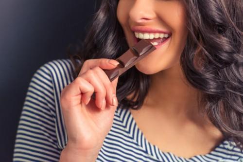 Satu batang cokelat kecil dapat menyediakan mulai dari 5,38 hingga 10,12 mg zat besi. (Ilustrasi-Freepik)