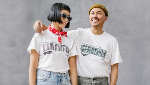 Salah satu desain unik dari seri ini adalah hoodies dan kaos dengan barcode dari produk terlaris IKEA, yaitu rak buku BILLY. (Foto: Dok. IKEA)