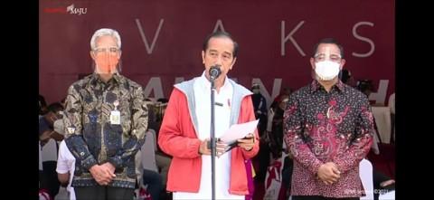 1.000 Pekerja Pelabuhan Tanjung Mas Divaksinasi di Depan Jokowi