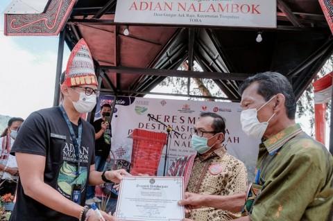 Gerakkan Perekonomian, Sandiaga Resmikan Destinasi Wisata Adian Nalambok di Sumut
