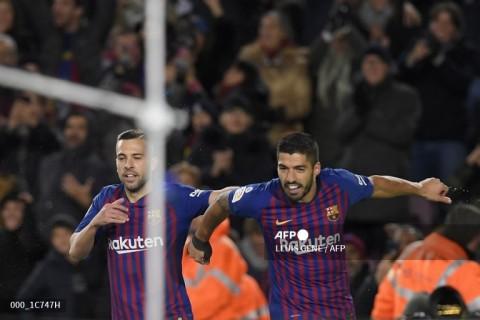 Alba Masih Kesal Barcelona Lepas Suarez ke Atletico