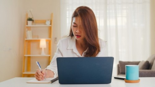 Lima hal ini bisa mengatasi cemas kamu di tempat kerja baru. (Foto: Ilustrasi/Freepik.com)