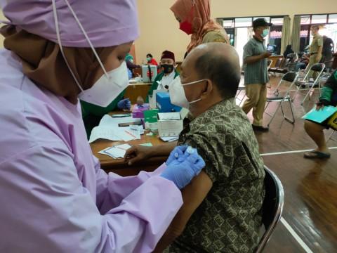 Pemkot Jakut Targetkan Vaksinasi 21 Ribu Warga Perhari
