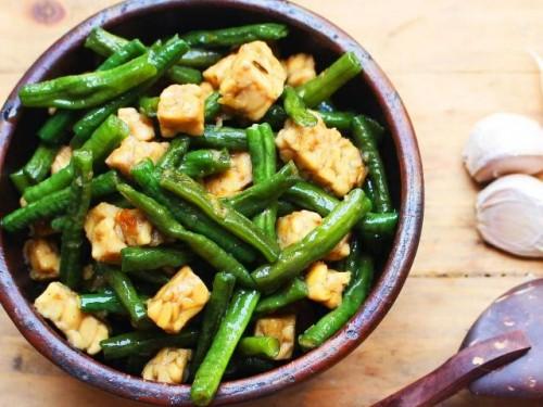 Menumis sayur cukup mudah. Dan ini enam resep tumis kacang panjang yang bisa kamu sontek di rumah. (Foto: Dok. Endeus)