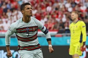 Lebih Pilih Air Putih Ketimbang Minuman Bersoda, Ini Loh Gaya Hidup Sehat  Ronaldo