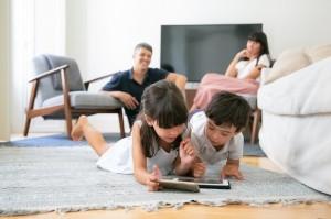 Perlunya Keterlibatan Orang Tua ketika Anak Bermain Gadget