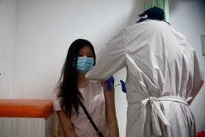 Warga Berduyun-duyun Vaksinasi usai Didatangi Menkes