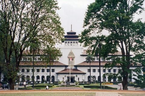 Klaster Gedung Sate Bandung Bertambah Jadi 143 Orang