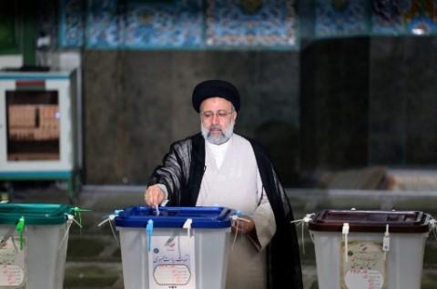 Anak Didik Ayatollah Ali Khamenei Paling Dijagokan dalam Pilpres Iran