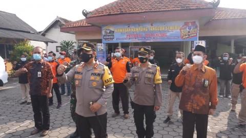 Polisi dan Relawan Edukasi Prokes Covid-19 dan Bahaya Narkoba