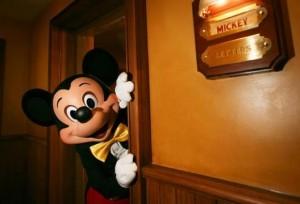 Disneyland Paris Kembali Dibuka, tapi Jangan Harap Dipeluk Mickey Mouse