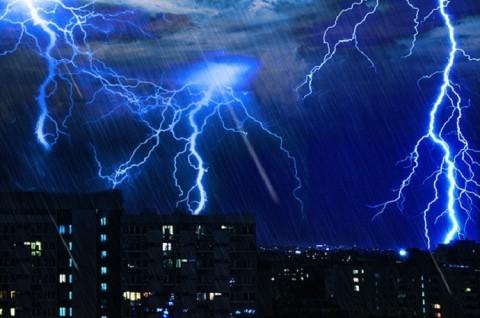 Waspada! Jakarta Akan Diguyur Hujan Disertai Kilat