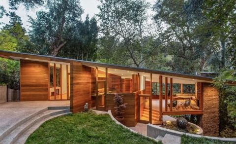 Pacar Dua Lipa Beli Rumah Pohon Seharga Rp36 Miliar